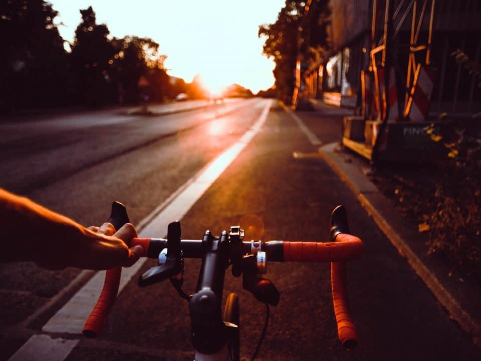 trening z pomiarem mocy na rowerze szosowym